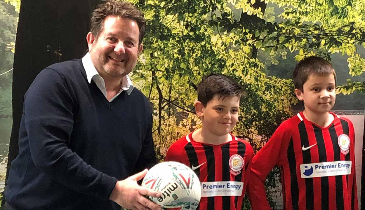 Jason With BYFC Footballers   Premier Energy