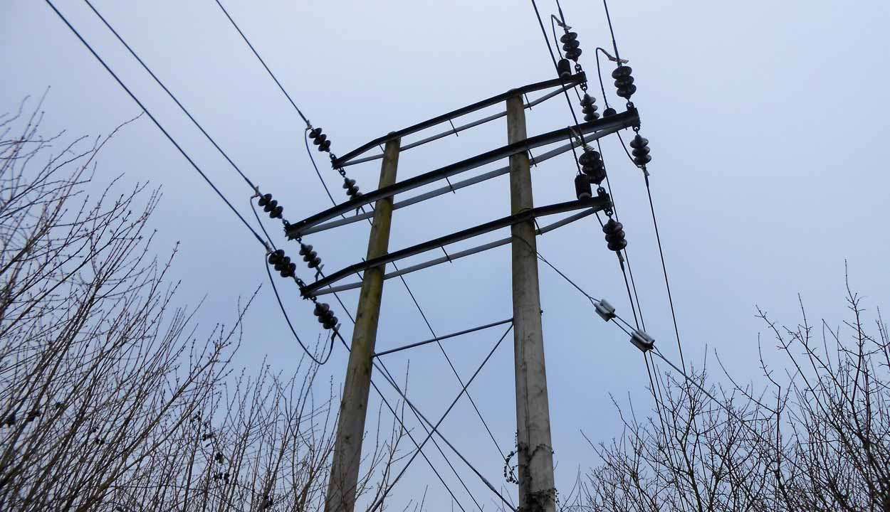 Overhead power lines | Premier Energy